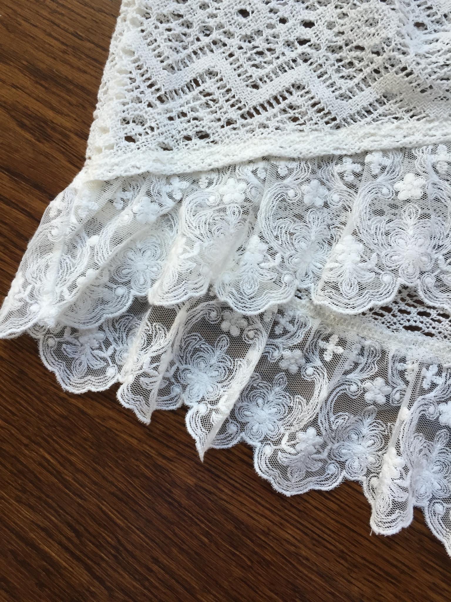 cream lace Hollister top